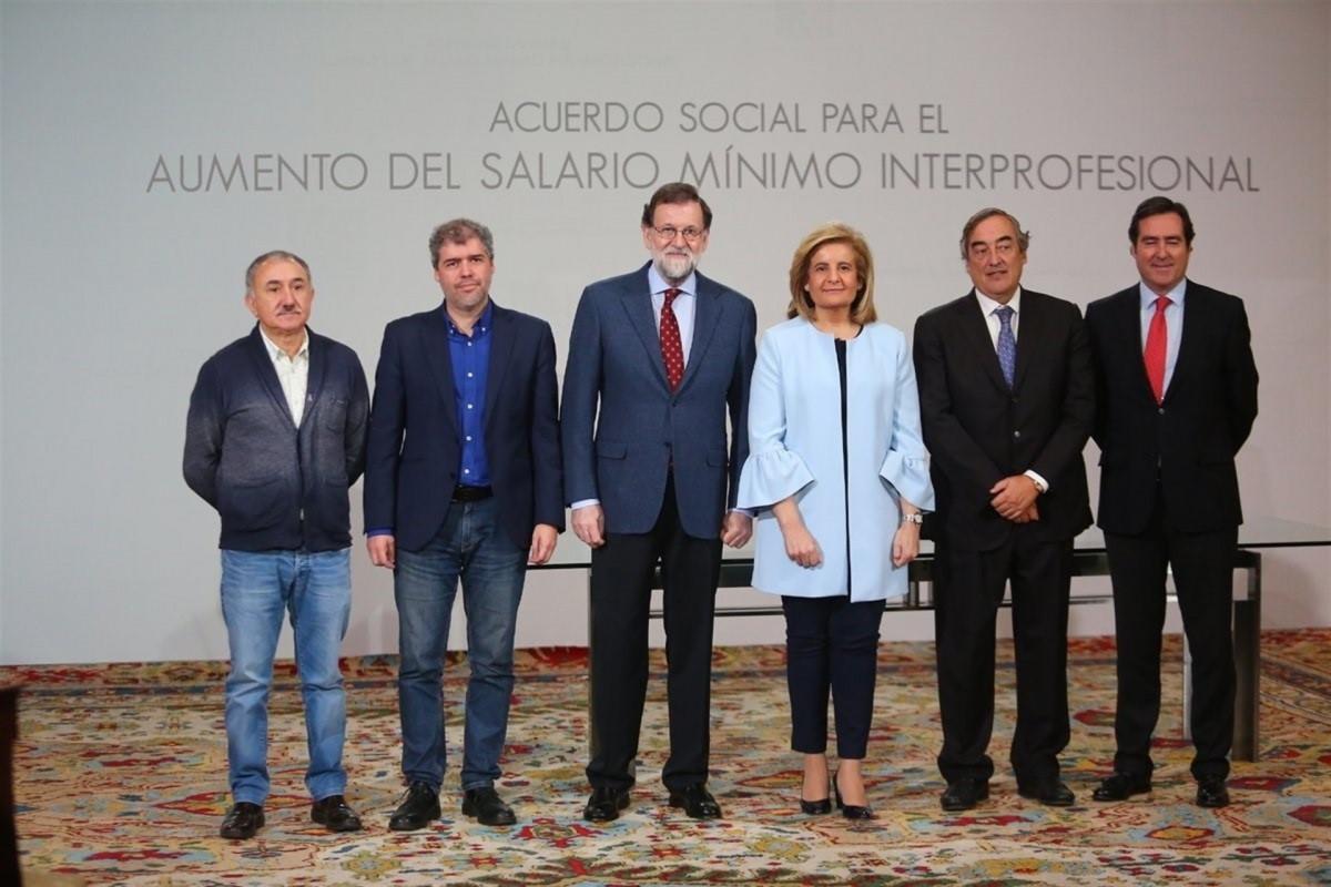 Rajoy firma con los agentes sociales subir el SMI