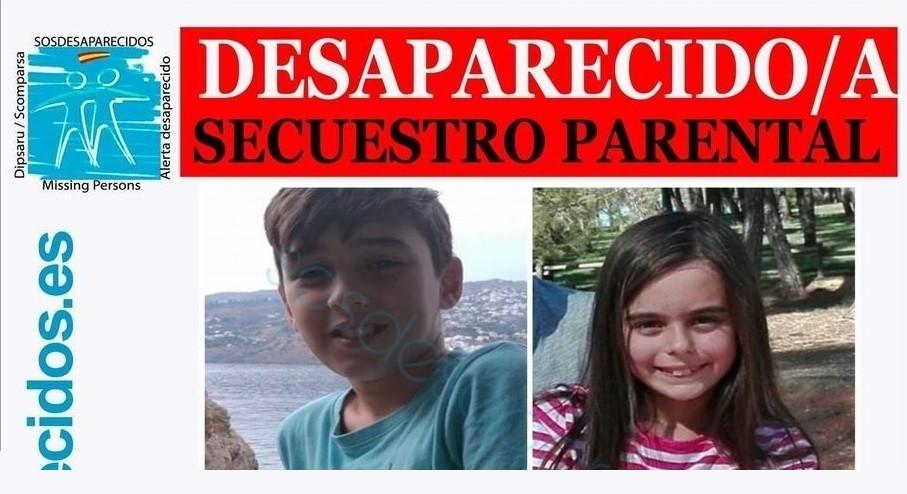 Detalle del cartel de los dos menores desaparecidos en Sevilla