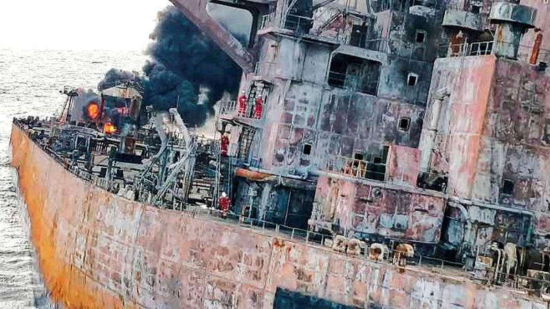Tareas de rescate del petrolero iranu00ed Sanchi tras su colisiu00f3n con el mercante CF Crystal