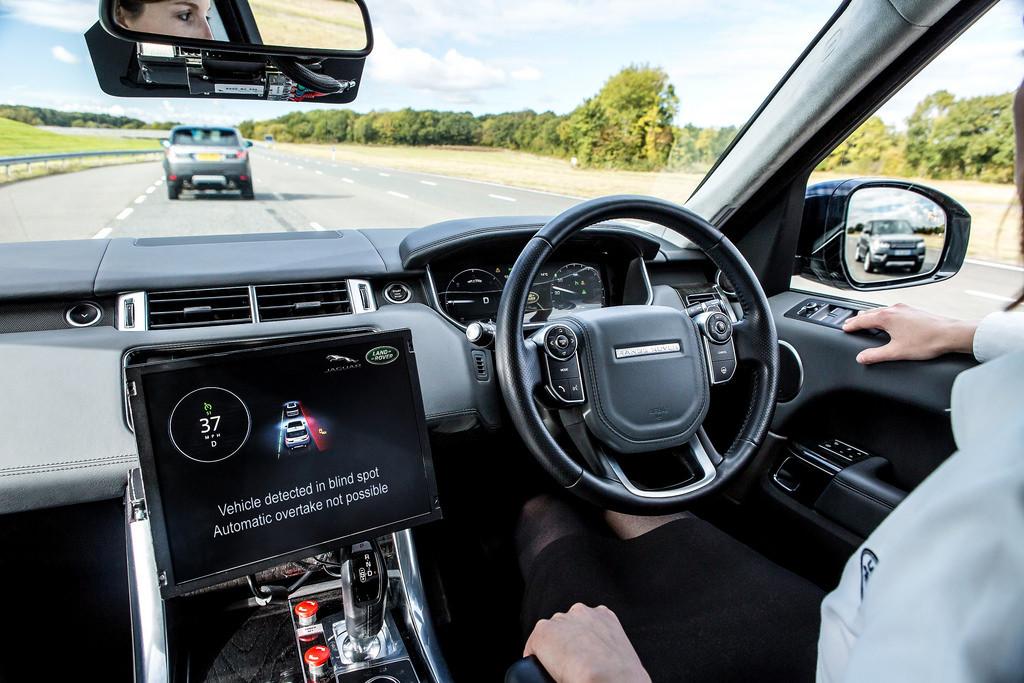 Interior de un coche autou0301nomo
