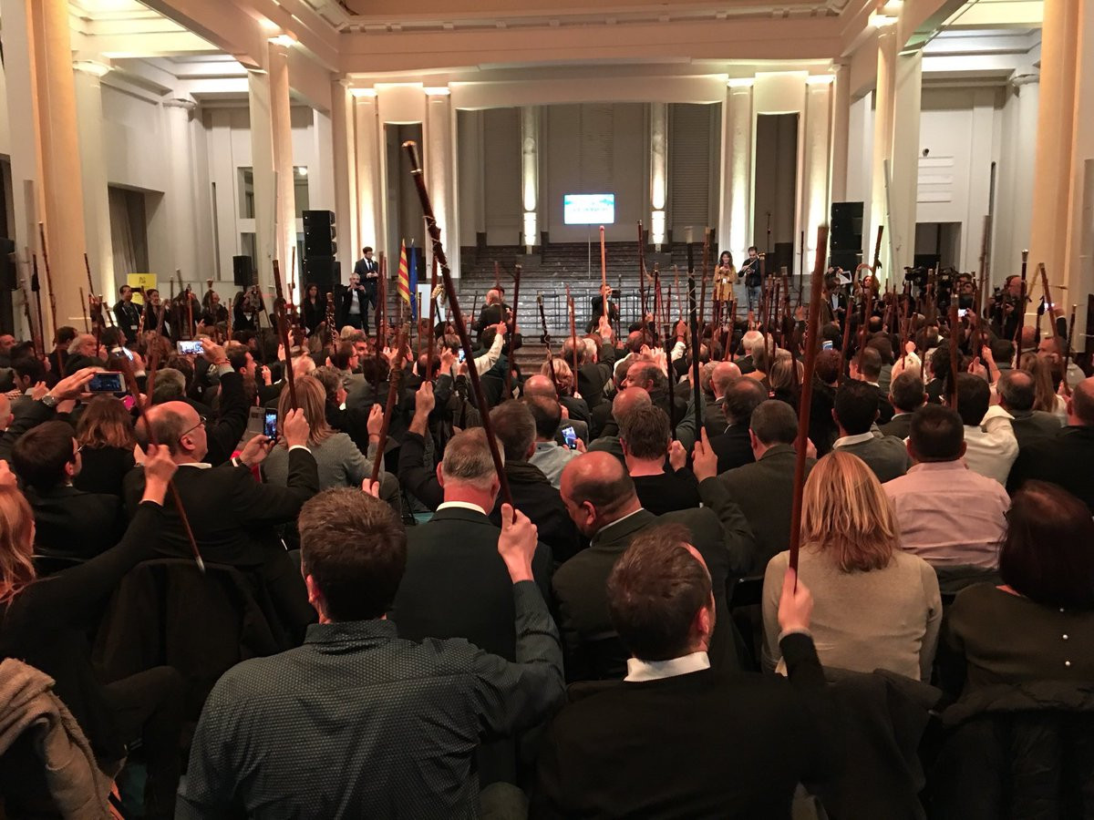 200 alcaldes y sus varas en Bruselas