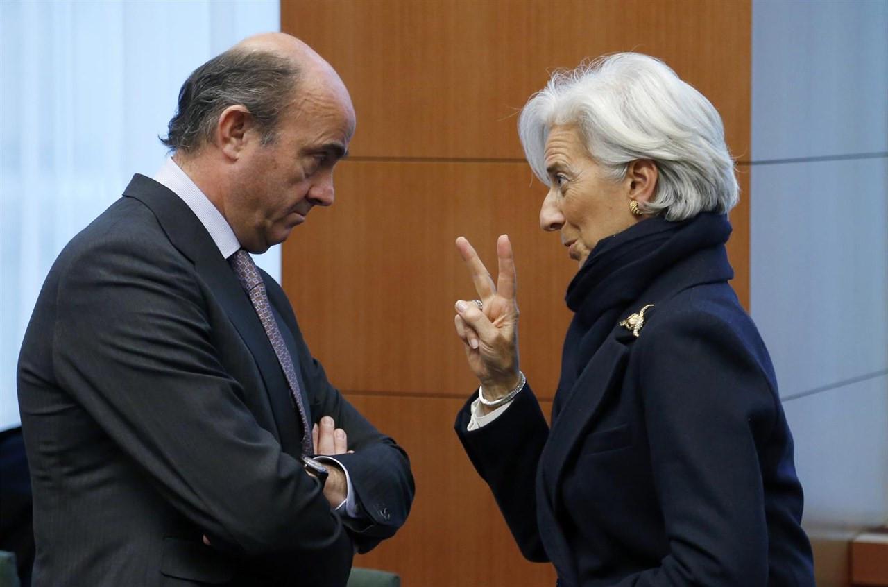 FMI ajustes recortes