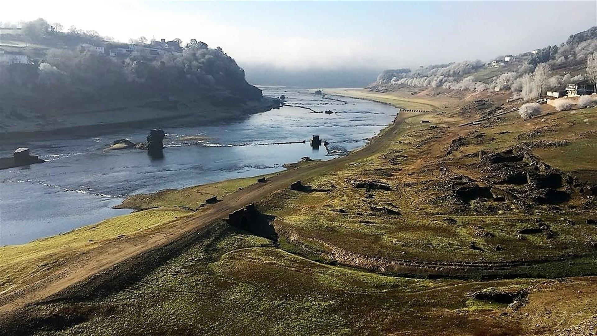 Sequia provoca reapacion pueblo portomarin galicia