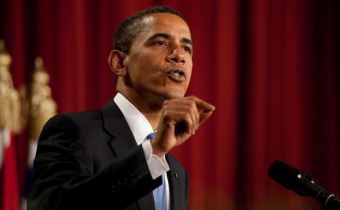 """Obama subraya que EEUU no será """"la Fuerza Aérea iraquí"""""""