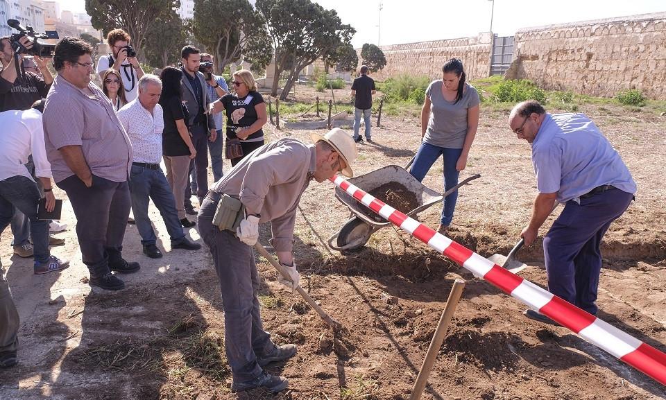 Trabajos exhumacion cementerio cadiz