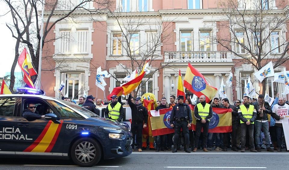 Manifestaciu00f3n por la equiparaciu00f3n salarial de la Policu00eda Nacional
