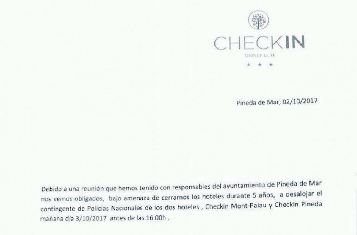 Investigan la expulsiu00f3n de policu00edas de hoteles de Pineda de Mar tras el referu00e9ndum ilegal   copia