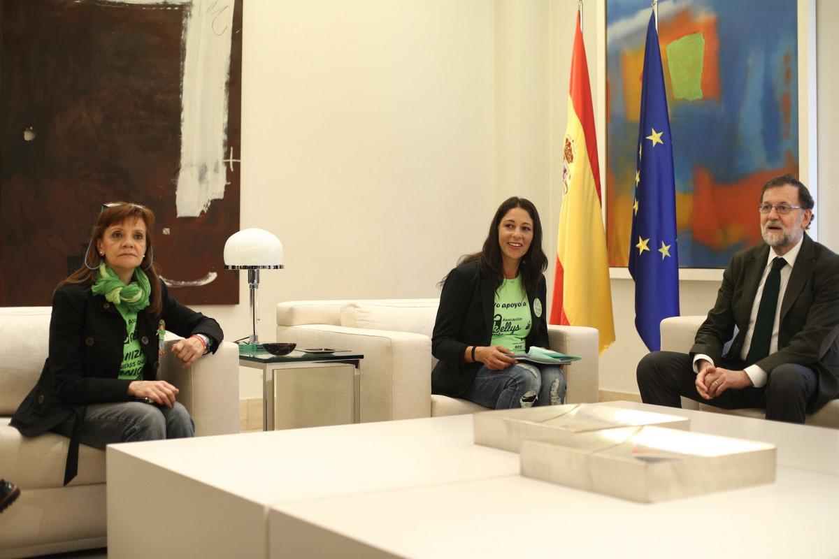 Rajoy recibe a una representaciu00f3n del colectivo de las camareras de piso