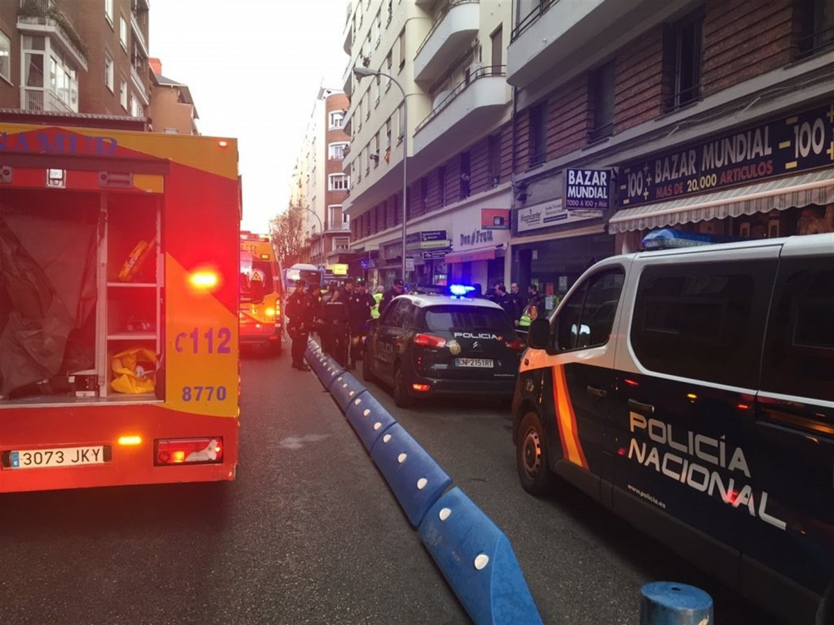 Policu00eda y Samur en la calle donde ha muerto un hombre por un disparo