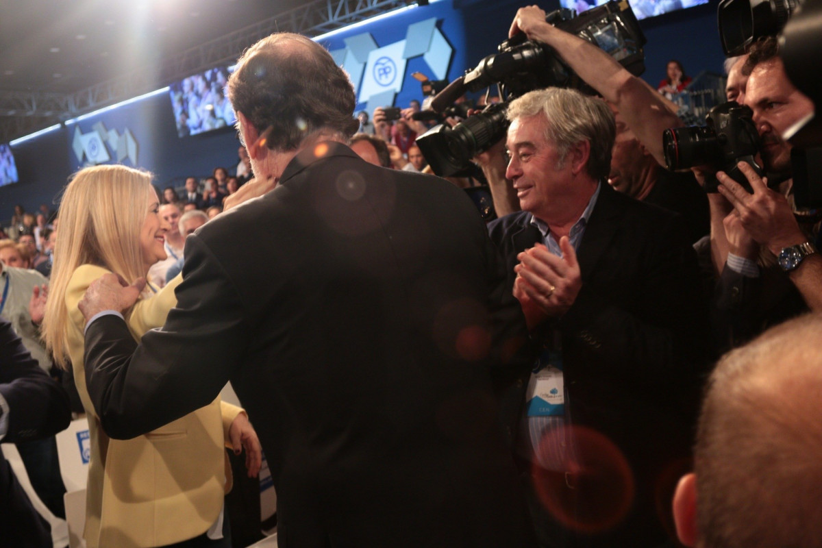 Cifuentes y Rajoy se saludan en la Convenciu00f3n Nacional del PP