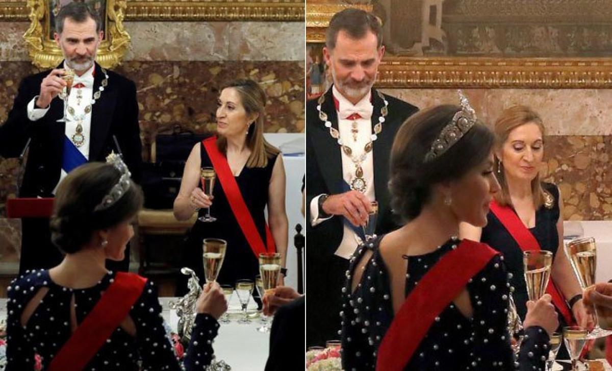 Se le abre el vestido a Letizia