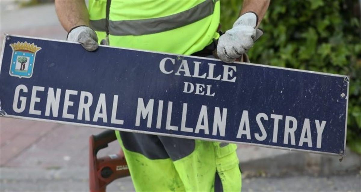 Sustituciu00f3n de la placa de la calle del General Millu00e1n Astray