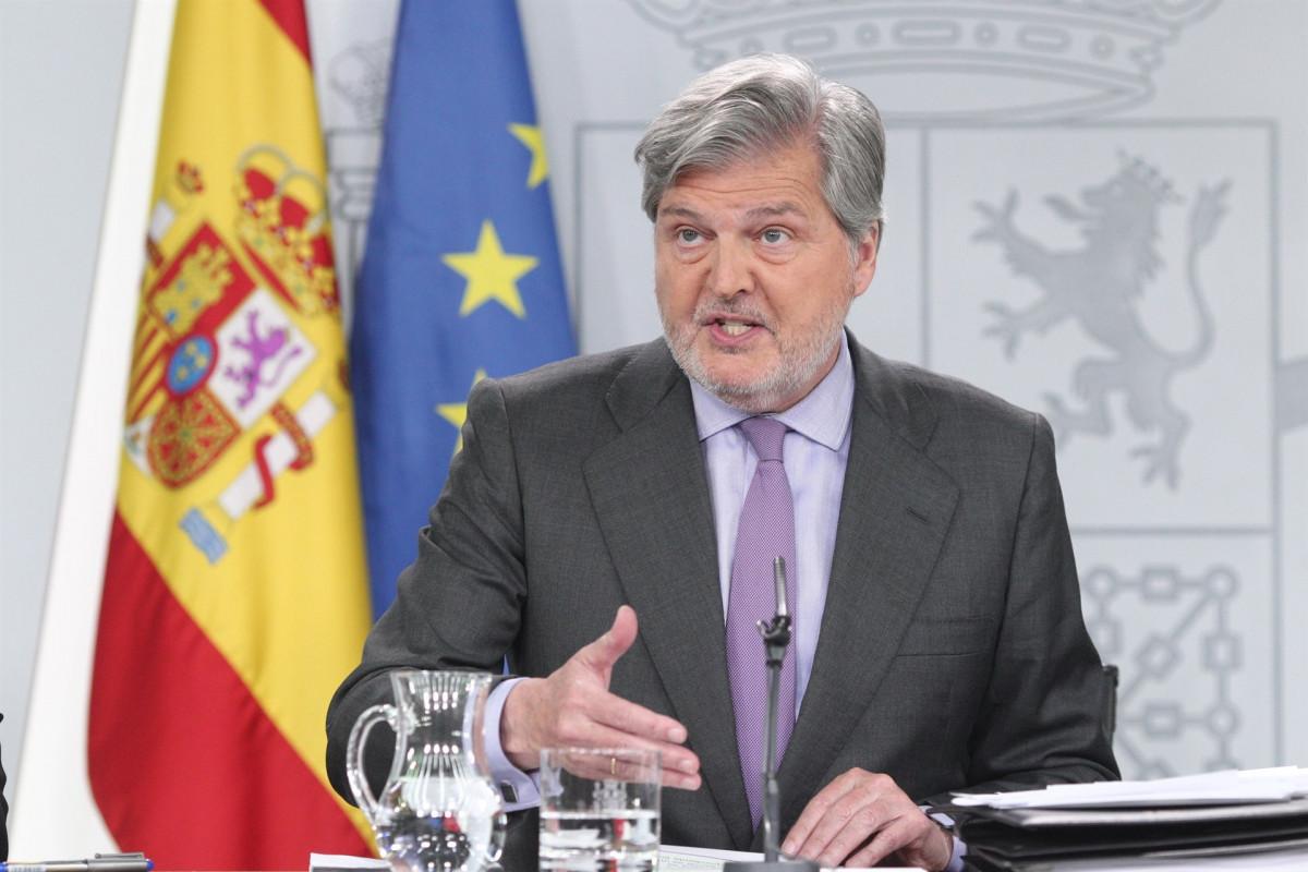Rueda de prensa de Iu00f1igo Mu00e9ndez de Vigo tras el Consejo de Ministros