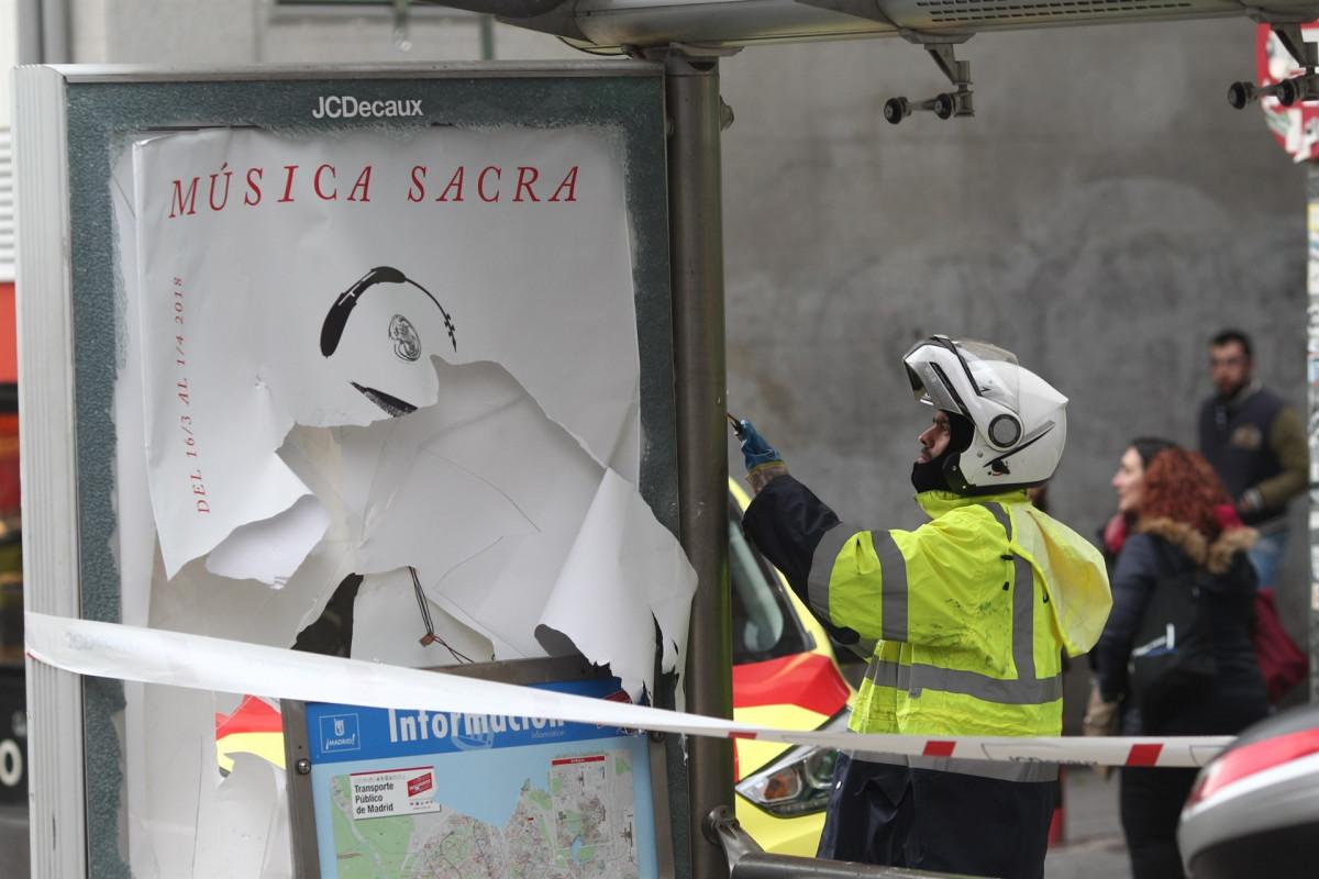 Agente de la Policu00eda Municipal en Lavapiu00e9s (Madrid) tras los disturbios