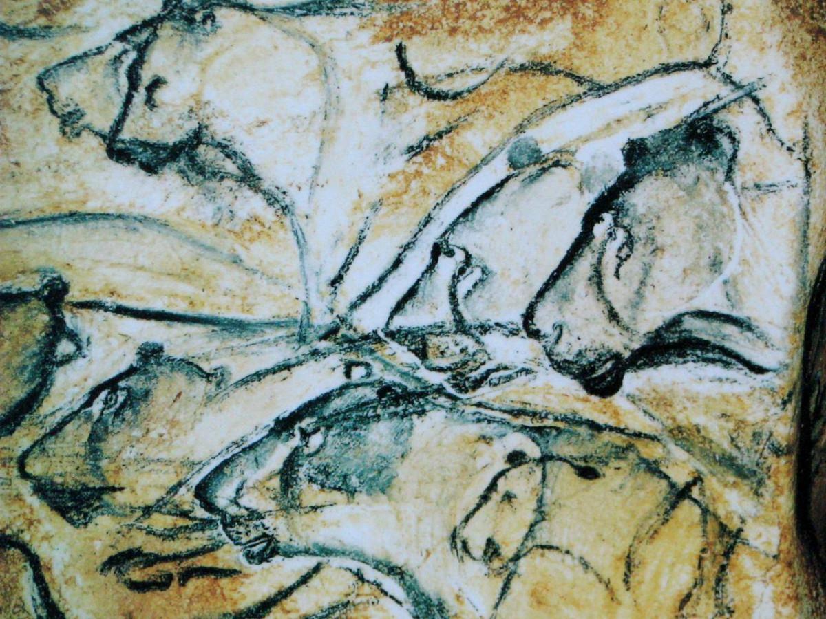 Pintura rupestre de leones dibujada en las paredes de la cueva Chauvet Pont dArc en el sur de Francia