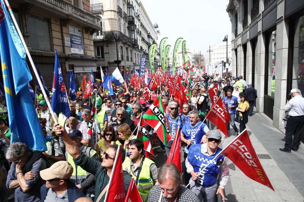 Manifestaciu00f3n en Madrid de policu00edas locales de toda Espau00f1a