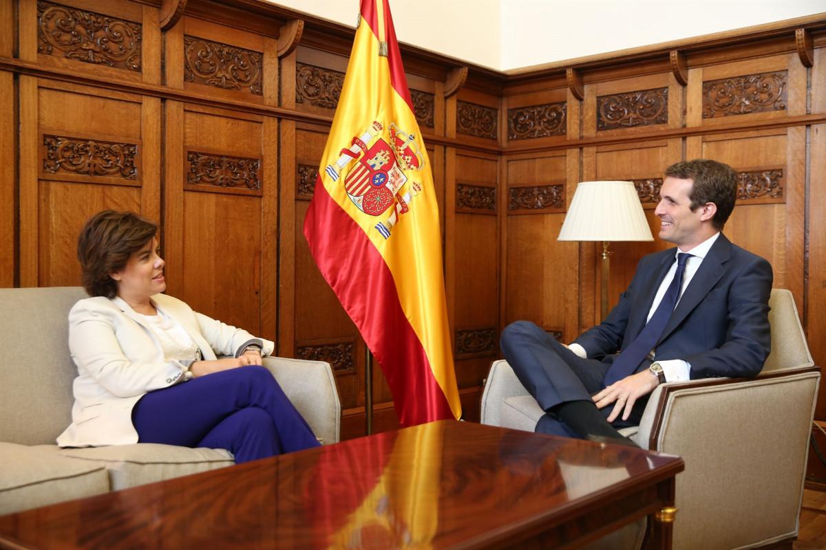 Pablo Casado se reu00fane con Soraya Su00e1enz de Santamaru00eda en el Congreso