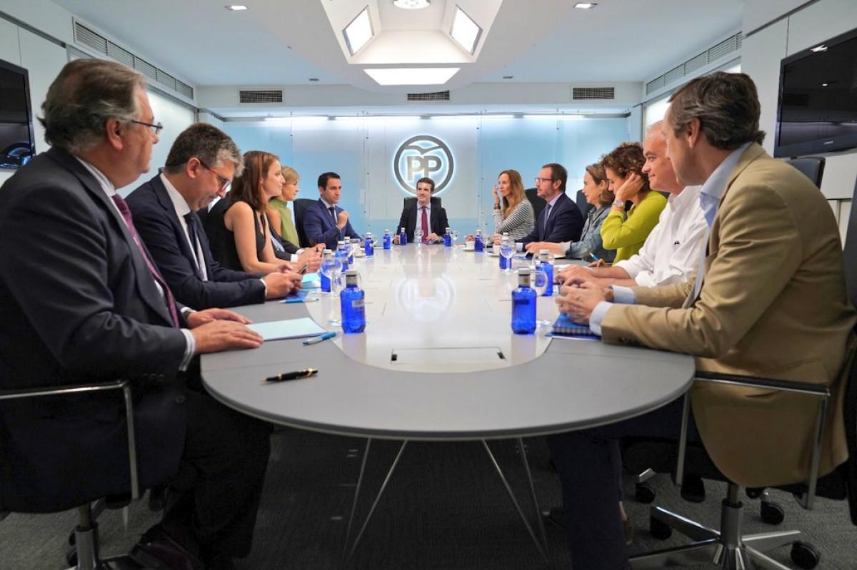 Primera reunión con Pablo Casado al frente del PP