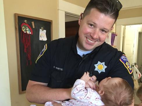 Jesse Whitten con su nueva hija