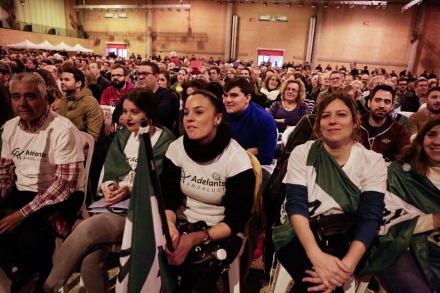 Asistentes al primer acto de Pablo Iglesias en la campaña electoral del 2D