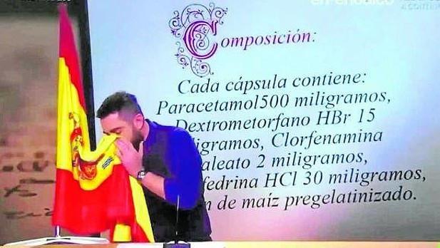 Dani Mateo se suena con la bandera de espana