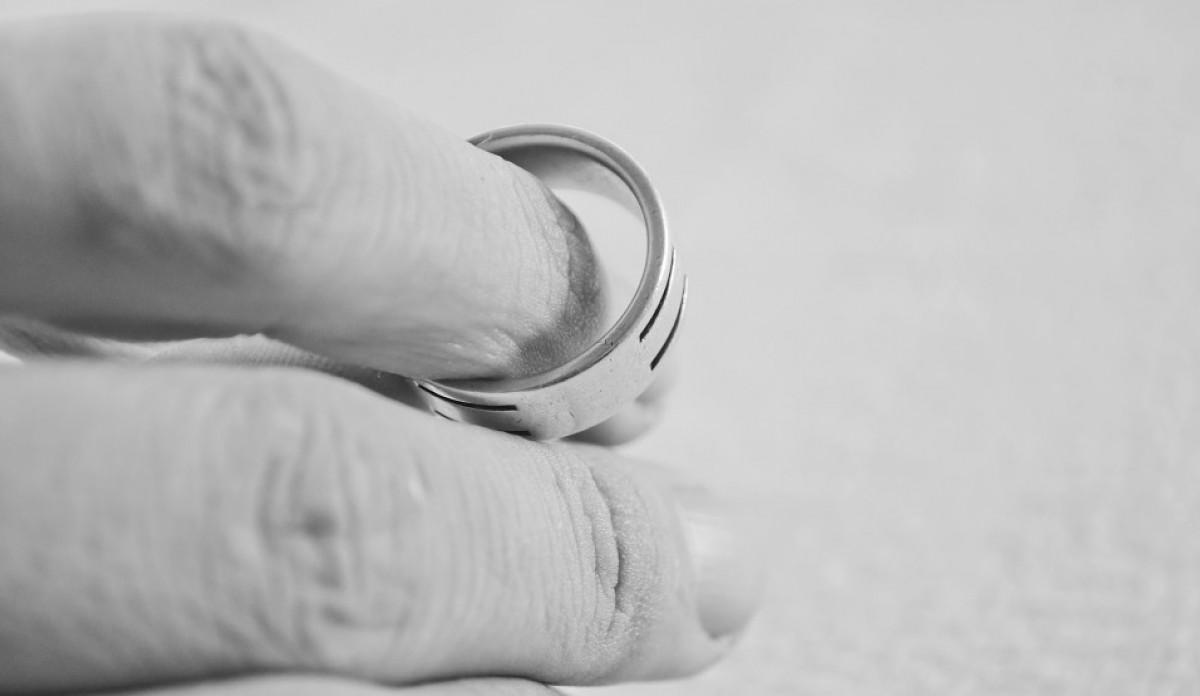 Divorcio alinaza Anillo