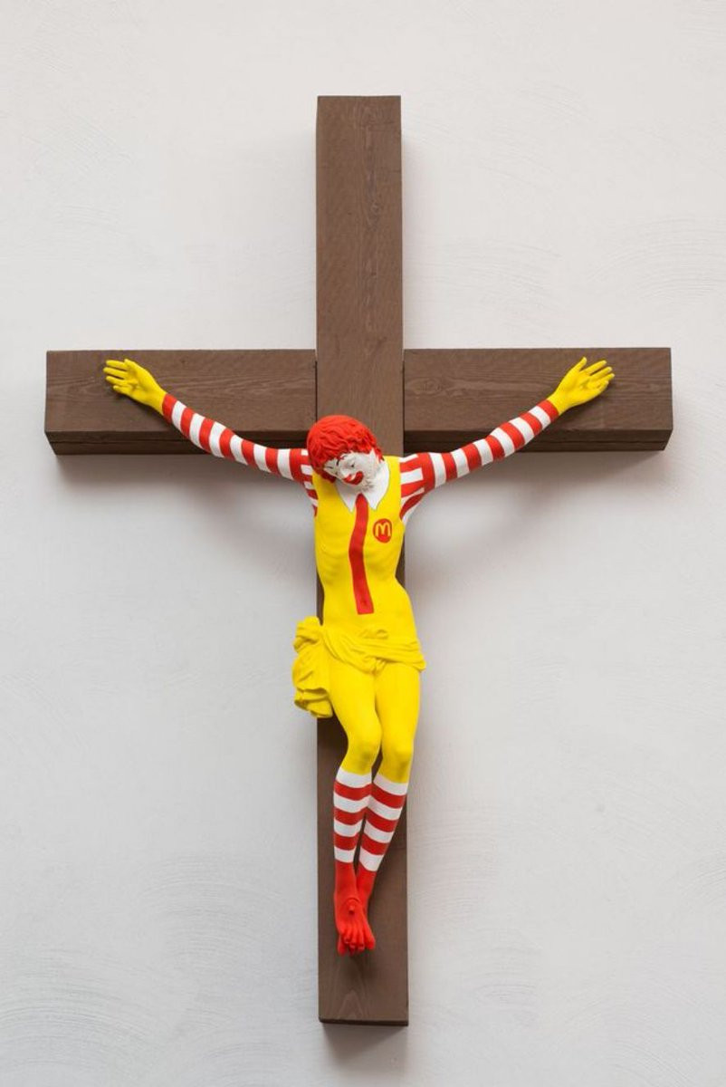 Ronald McDonald crucificado