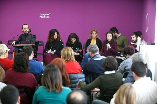 Pablo Echenique e Irene Montero en la reunión del Comité de Campaña de Podemos
