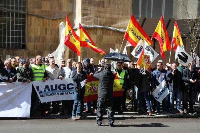 Varias asociaciones de la Guardia Civil protestan frente a la Dirección General