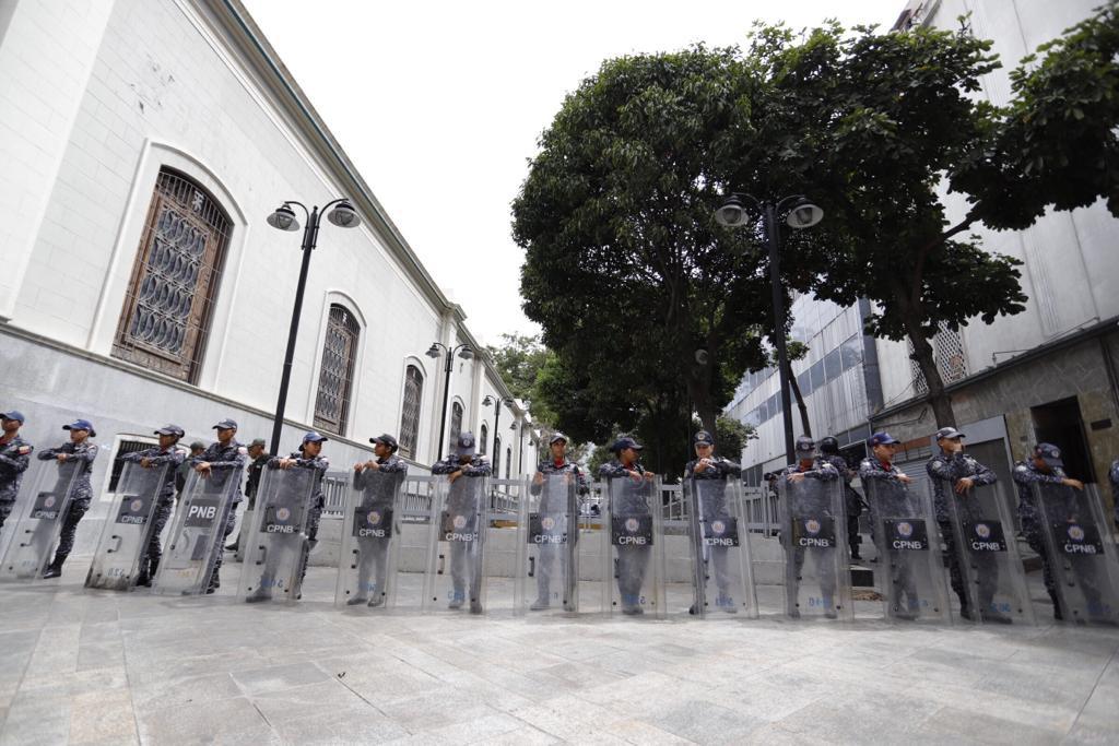 Las autoridades entran en el gabinete de Guaidu00f3