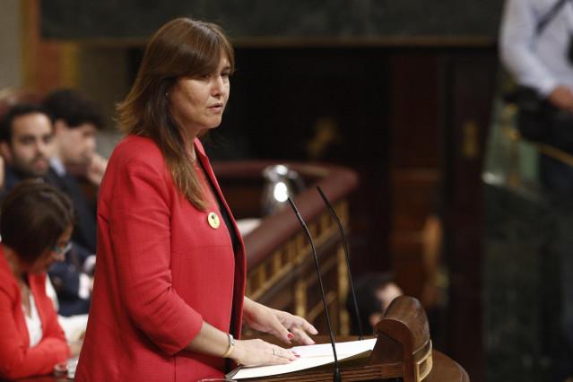 La portavoz de Junts per Cataluña (JxCat) en el Congreso, Laura Borrás, durante su discurso previo a la segunda votación para la investidura del candidato socialista a la Presidencia del Gobierno.