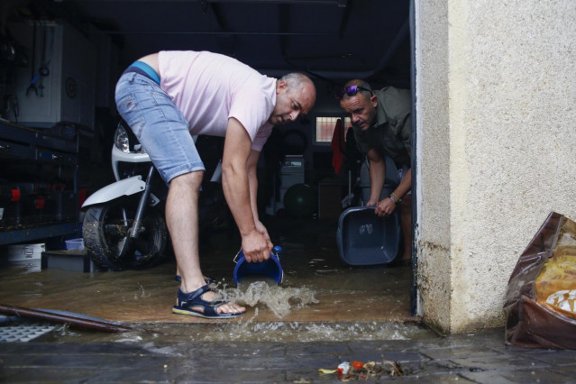 Inundaciones en bajos de viviendas en el pueblo de Ogijares dentro del área metropolitana de Granada tras intensas lluvias