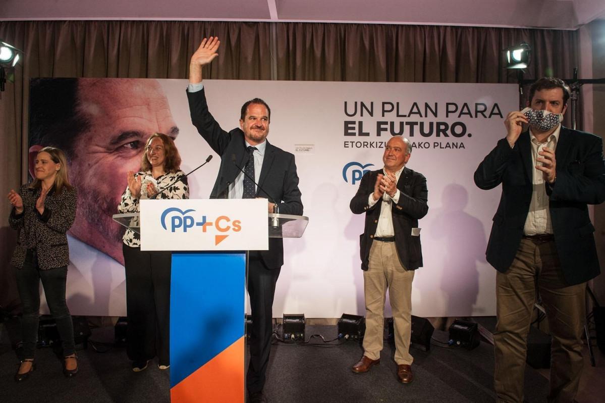 Acto de apertura de la campaña electoral vasca de la coalición PP+Cs, con su candidato a lehendakari, Carlos Iturgaiz.