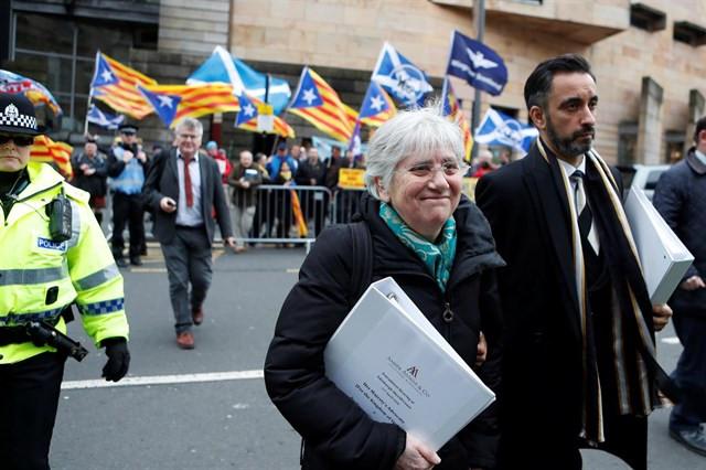 Clara Ponsatí y su abogado Aamer Anwar